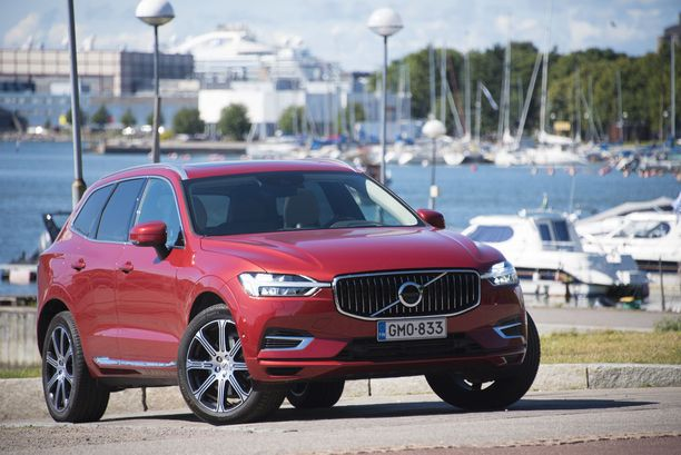 Suomen suosituinta pistokehybridiä, Volvo XC60 T8:aa, ensirekisteröitiin tammi-maaliskuussa 345 kappaletta.