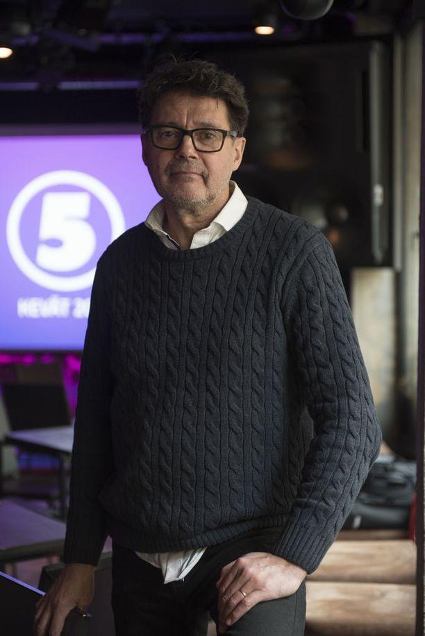 Tuottaja Juha-Pekka Ristmeri on tyytyväinen Unelmahäät-ohjelman pariskuntien kattaukseen.