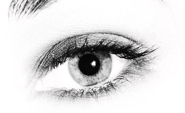 Silmiä on korostettu kosmeettisin keinoin vuosituhansia.