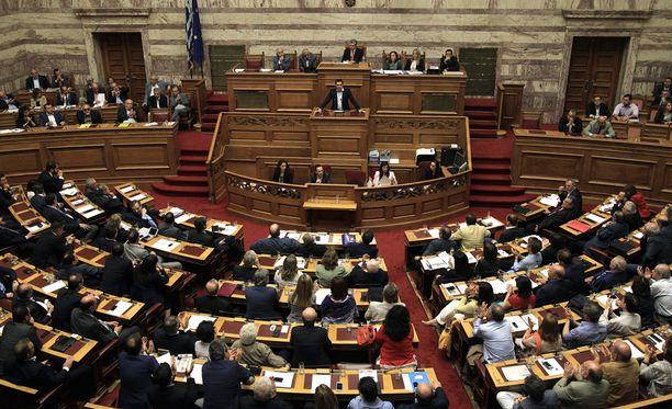 Kreikan pääministeri Alexis Tsipras on kovan paikan edessä.