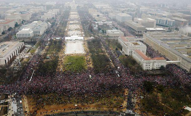 Washingtonin marssille on arveltu tulleen jopa noin puoli miljoonaa osallistujaa.