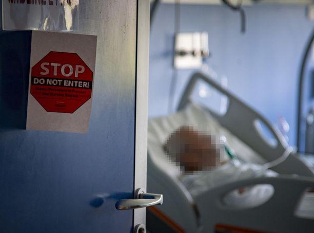 Koronaviruspotilas oli perjantaina tehohoidossa Oglio Pon sairaalassa Casalmaggioren kaupungissa Pohjois-Italiassa.