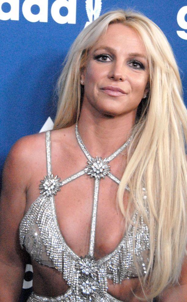 Britney Spears toivoi isänsä roolin pienentyvän.