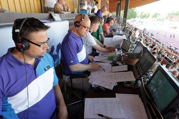 Urheilulähetysten tunnelmaa kohottavat selostajat ovat osa 38 yleläisen joukkoa.