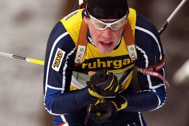 Kauhajoen Karhua edustanut Vesa Hietalahti lopetti uransa kauden 2004–2005 jälkeen. Hän saavutti MM-hopeaa ja yhdeksän palkintopallipaikkaa maailmancupissa.