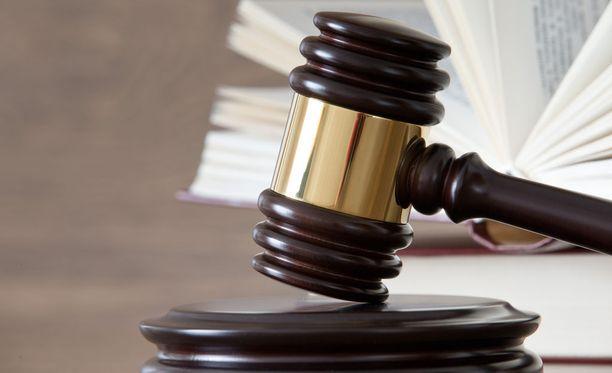 Lontoolainen Old Bailey -oikeus tuomitsi muslimisaarnaajan 6,5 vuoden vankeuteen terrorismin edistämisestä.