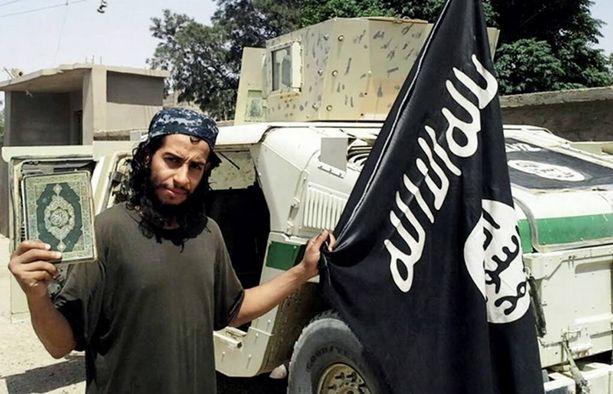 Aitboulahcen on mediatietojen mukaan terrori-iskujen pääepäillyn Abdelhamid Abaaoudin serkku.