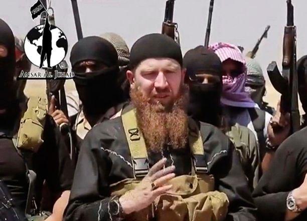 Punapartainen Tshetsheeni-Omar on kouluttanut Isisin taistelijoita ja johtanut useita taisteluita Syyriassa. Hän on kotoisin Georgiasta.