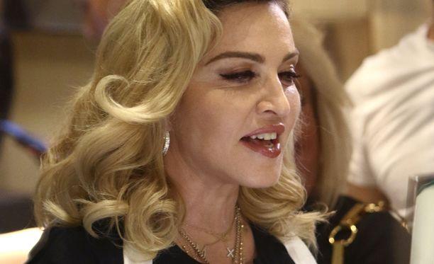 Madonna toivottaa tyttärensä kanssa hyvää uutta vuotta Instagramissa.