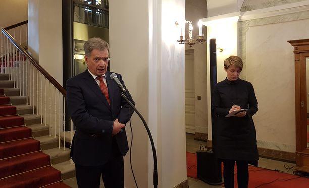 Tasavallan presidentti Sauli Niinistö piti perjantaina tiedotustilaisuuden, jossa hän muistutti, että on keskustellut jo aiemmin Arktisen neuvoston huippukokouksen järjestämisestä Suomessa - toisaalta Donald Trumpin ja Vladimir Putininin kahdenkeskisestä tapaamisesta ei ole puhuttu.