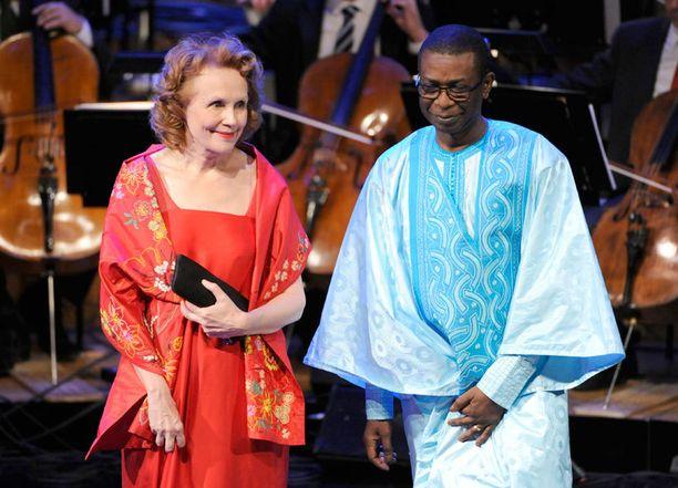 Saariaho iloitsi mahdollisuudesta tutustua Youssou N'Douriin, joka niin ikään palkittiin tapahtumassa.