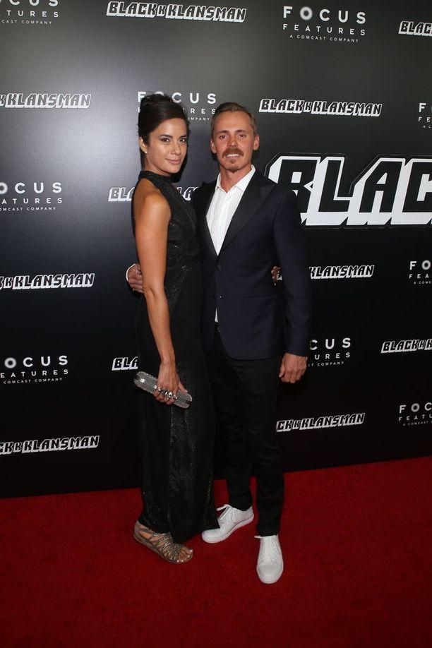 Pääkkönen seurustelee 33-vuotiaan huippumalli Alexandra Escatin kanssa. Hän esitteli naisystävänsä New Yorkin ensi-illan punaisella matolla.