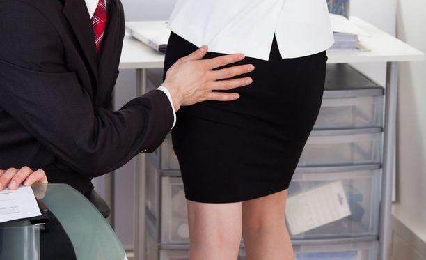 Vastaajat kertoivat seksuaalisesta häirinnästä muun muassa työpaikalla tai työhön liittyvässä tilanteessa.