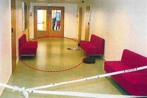 Veriteko tapahtui ammattiopiston käytävällä ruokatunnin aikana.