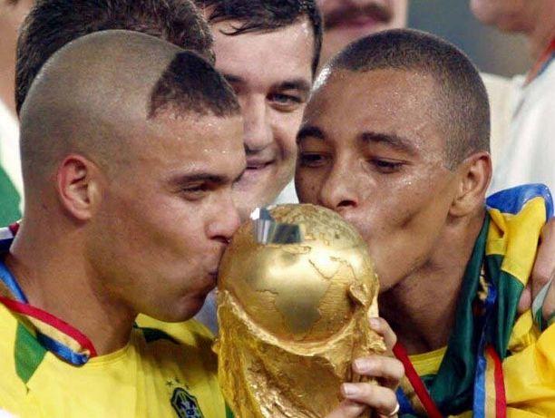 Brasilian voittoon päättyneen MM-finaalin sankari oli Ronaldo, jonka hiustyylistä tuli hitti.