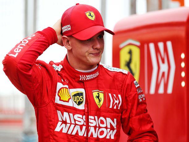 Mick Schumacher ajoi tiistaina ensimmäisen kerran F1-autoa, joka oli kaiken lisäksi Ferrari. Keskiviikkona Schumacher nähdään Alfa Romeon ratissa.