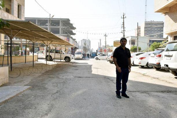 Mohammed lähti Suomeen, kun hänen taloaan ja autoaan oli tulitettu rynnäkkökivääreillä.