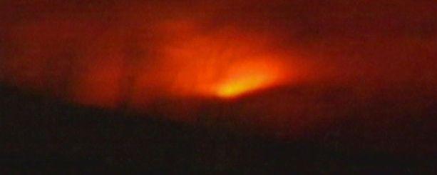 Tulivuoren purkaus alkoi varhain sunnuntaiaamuna.
