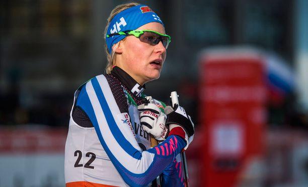 Anne Kyllösestäkin riittää tarinaa Aino-Kaisa Saarisen elämäkerrassa.