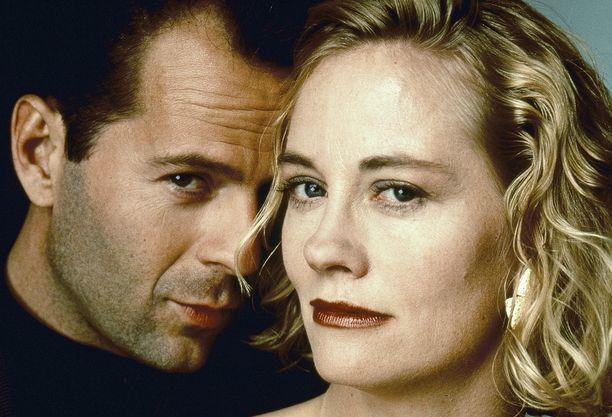 Bruce Willis ja Cybill Shepherd olivat sarjan päärooleissa.