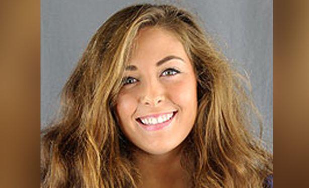 20-vuotias Andrea Norton opiskeli yliopistossa stipendillä, jonka hän oli saanut kuorolaulua ja lentopallon pelaamista varten.