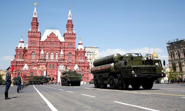 Venäjä marssitti voitonpäivän paraatilla monenlaisia ohjuksia.