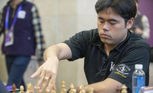 Suurmestari ja Yhdysvaltain mestari Hikaru Nakamura kritisoi shakin maailmanmestaruusturnauksen järjestämistä Saudi-Arabiassa maan heikon ihmisoikeustilanteen vuoksi. Kuvassa Nakamura Pekingissä joulukuussa 2012.
