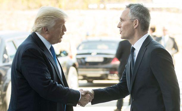 Trump ja Naton pääsihteeri Stoltenberg tapasivat torstaina Brysselissä.