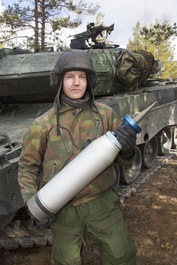 Leopard 2A6:ssa käytetään 120 mm ammuksia, jotka osuvat erittäin tarkasti jopa neljässä kilometrissä.