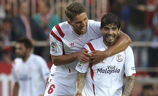 Éver Banega (oik.) aloitti Sevillan hienon kirin.
