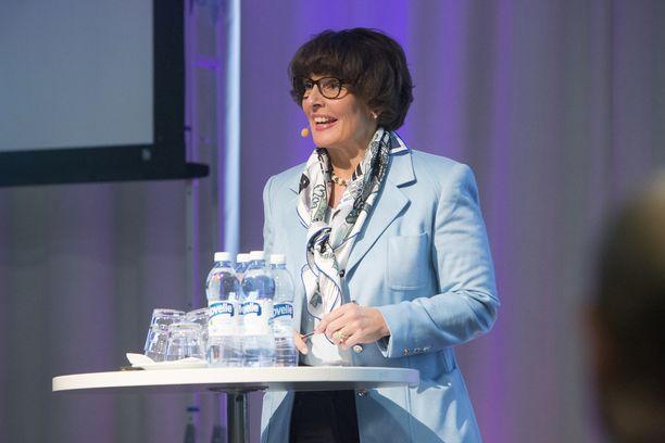 Keskustan piirijohtajista valtaosa tukee Anne Bernerin jatkoa liikenne- ja viestintäministerinä hallituskauden loppuun.