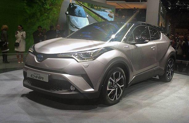 Toyotan uusin ei ole porrasperäinen sedan vaan vauhdikas katumaasturi.
