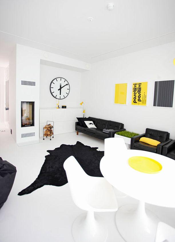 Väriä voi tuoda kotiin pienillä elementeillä kuten sohvatyynyillä vuodenajan mukaan.