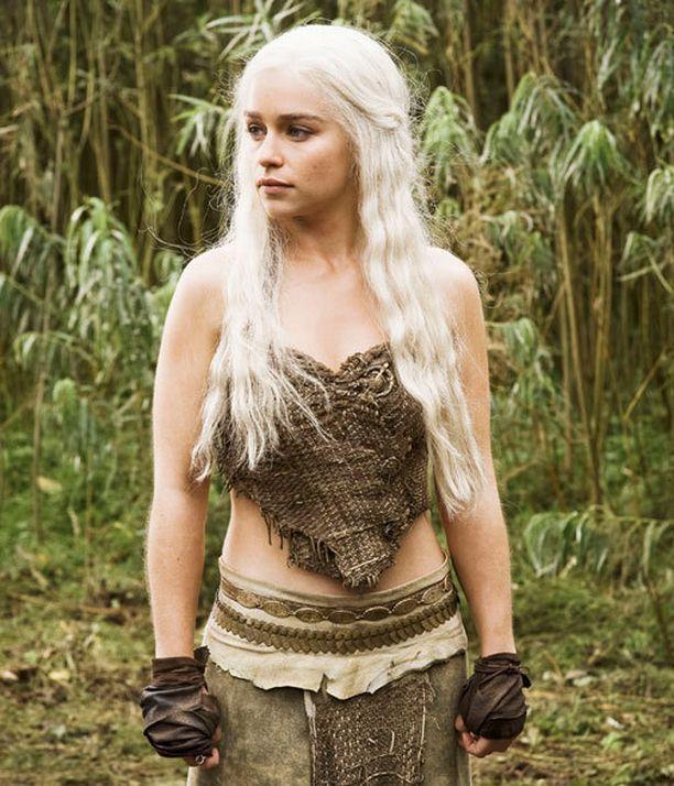 Emilia Clarke esittää Game of Thrones -sarjassa khaleesia.