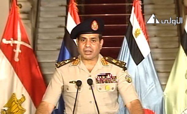 Armeijan komentaja Abdel-Fattah el-Sissi julisti keskiviikkoiltana televisiossa Mohamed Mursin presidenttikauden tulleen päätökseen.