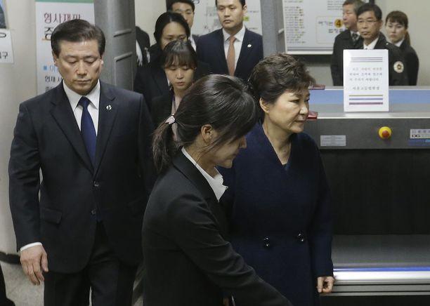 Entinen Etelä-Korean presidentti Park Geun-hye pidätettiin torstaina.