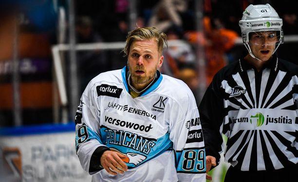 Antti Tyrväisen karmiva taklaus on ollut tähän mennessä liigasyksyn kenties kuumin puheenaihe.