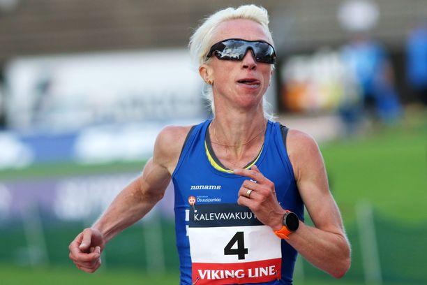 Annemari Kiekara vei 10 000 metrin mestaruuden Turussa.
