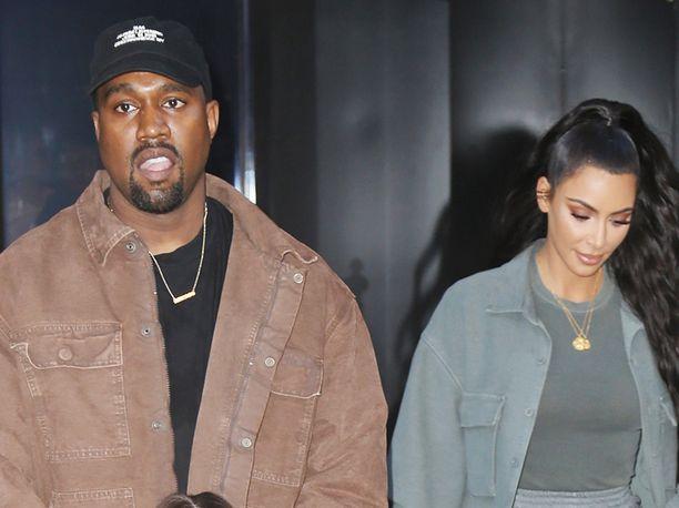 Kim Kardashianin kerrotaan olevan stressaantunut miehensä henkisen terveydentilan vuoksi.