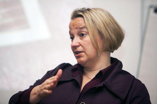 Oikeusministeri Tuija Brax puolusti kohua herättänyttä lakia Ylen haastattelussa.