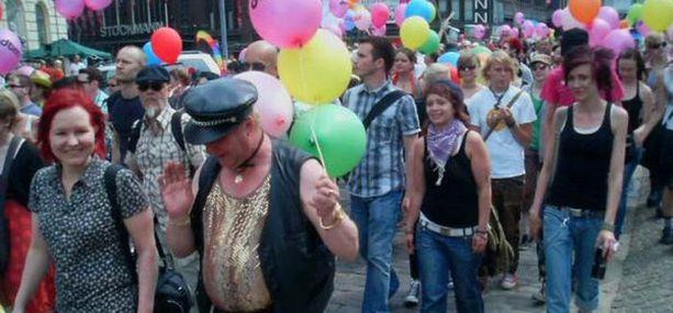 Helsinki Pride huipentui lauantaina puistojuhlaan ja kulkueeseen, joka eteni Senaatintorilta pitkin Aleksanterinkatua ja Mannerheimintietä.