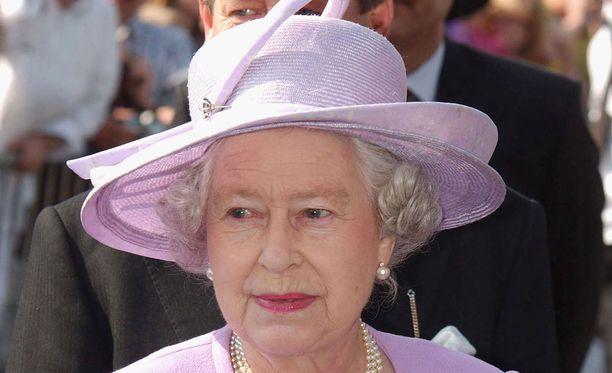 Kuningatar kertoo muistelevansa lämmöllä tapaamista Koiviston kanssa.
