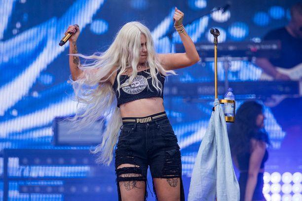 Evelinan hiukset varastivat huomion lavalla.