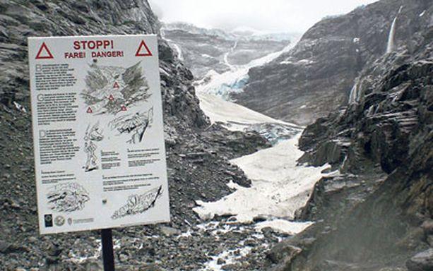 Alueelta löytyy useita jäätikköjä, joille järjestetään ohjattuja kävelyretkiä.