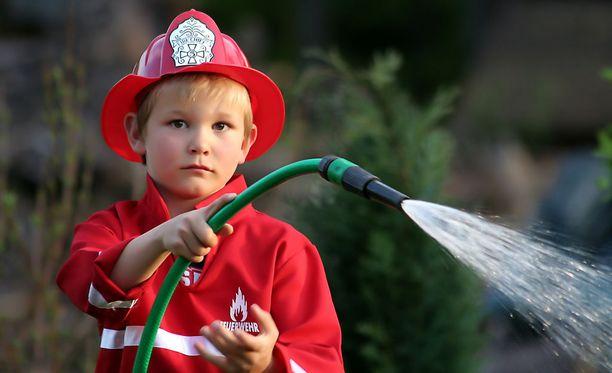 Lapsen tärkeimmät perustaidot hätätilanteessa ovat hakeutua turvaan ja hälyttää apua.