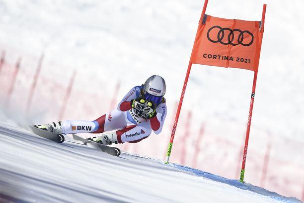 Corinne Suter syöksyi MM-kultaan Cortina d'Ampezzossa.