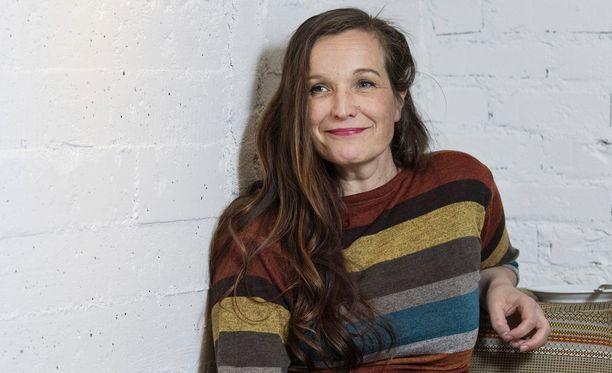 Käsikirjoittaja, ohjaaja Johanna Vuoksenmaa on puuhakas, mutta stressiä hän ei tunne.