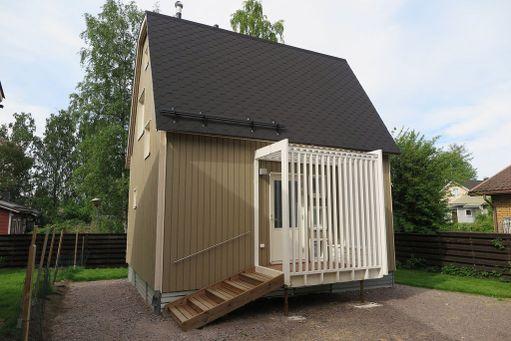 Minitalo sijaitsee 185 neliön tontilla.