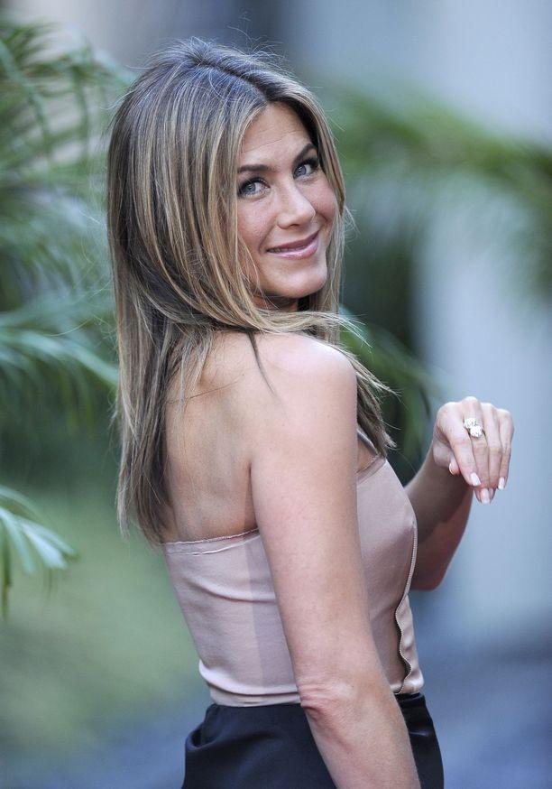 Jennifer Anistonin tukkatyylikin oli samantapainen 10 vuotta sitten.
