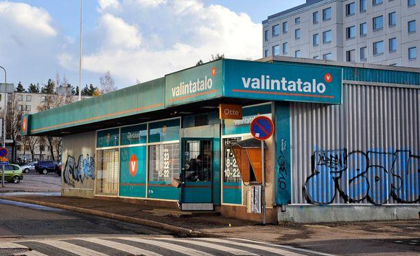 Kesko osti Suomen Lähikaupan Siwat ja Valintatalot, joita muutetaan nyt K-marketeiksi.